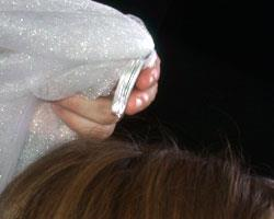 how to ear a veil