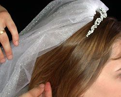 how to wear a wedding tiara with veil
